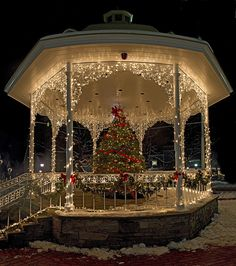 Gazebo in Ligonier, PA.....Festive!... If I ever did a winter/Christmas wedding