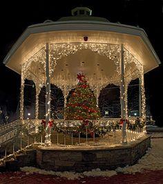 Gazebo in Ligonier, PA.....Festive!... If I ever did a winter/Christmas wedding