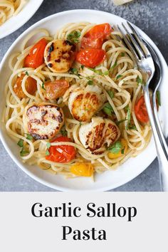 This seared scallop pasta with garlic, fresh herbs and tomatoes is a simple yet sophisticated dinner idea that is incredibly easy to make. Healthy Pasta Recipes, Healthy Pastas, Easy Healthy Dinners, Seafood Recipes, Seafood Meals, Weeknight Dinners, Fish Recipes, Scallop Pasta, Healthiest Seafood