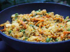 Smažená kurkumová rýže s tofu Tofu, Tempeh, Tahini, Stir Fry, Fried Rice, Fries, Food And Drink, Ethnic Recipes, Turmeric