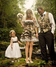 camo wedding theme... @jen Wendall, this is a cute idea for the guys!?