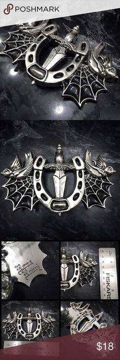 Rock Rebel Goth Punk Silver Metal Belt Buckle A dagger sits behind an upside down horse shoe in the center of this intricate silver tone buckle. Webbed wings of glossy black and silver spread out from it, adorned with perched birds facing outward on the top outermost tips of each wing. Great for belts that can use interchangeable buckles. Excellent condition, from my collection. One of my absolute favs and nicely sized + attention getting. Tagged Tripp for similarities. #goth #occult #punk…