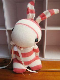 Bildresultat för how to make a sock bunny Sock Dolls, Doll Toys, Sock Bunny, Sock Crafts, Sock Animals, Cute Toys, Sewing Toys, Diy Doll, Stuffed Toys Patterns