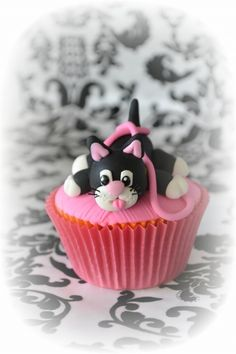 Sugar Kitty........and Cupcakes By ellawillow on CakeCentral.com