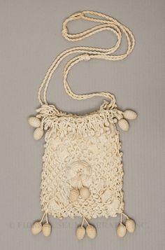 Love the little acorn danglies - 1900-1905