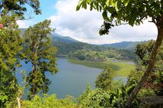 Beautiful view over lakes Danau Buyan und Tamblingan (Bali) | Sonne & Wolken