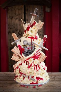 Game of Thrones | 19 Spectacularly Nerdy Wedding Cakes