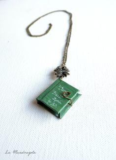 The #Hobbit #miniature #green #tiny #Book #Necklace di Mandragola, €19.00