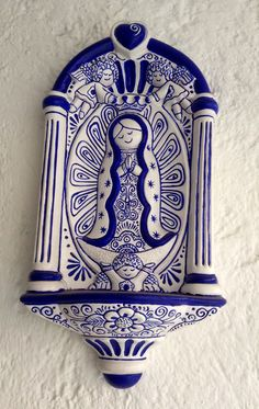 VIRGEN DE GUADALUPE. TÉCNICA: CERÁMICA IMITACIÓN TALAVERA. By Elvia Padilla  Contacto: elii.padilla@hotmail.com Arte Popular, Faith Crafts, Water Font, Talavera Pottery, Soul Art, Mexican Art, Blessed Mother, Pottery Painting, Sacred Art