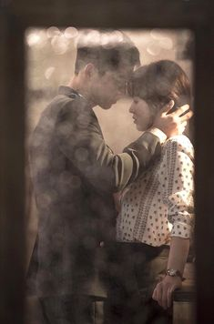 """Descendants of the Sun"": Song Joong Ki & Song Hye Kyo's First Kiss Official Pics 
