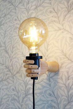 Här tipsar jag om hur du gör en snygg lampa med en hjälpande hand. Superenkelt och stilrent hemmafix och diy.