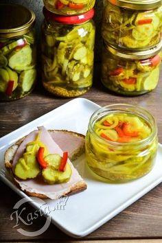Przełom lipca i sierpnia, to czas w którym w mojej kuchni wszędzie dookoła stoją słoiki, worki z cukrem i solą, a na blacie codziennie leżą kilogramy warzyw i owoców, które przerabiamy na z... Healthy Tips, Healthy Recipes, Polish Recipes, Preserves, Pickles, Cucumber, Salads, Food And Drink, Favorite Recipes