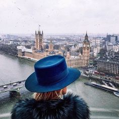 girl with blue hat visiting London Oh The Places You'll Go, Places To Visit, Big Ben, Beautiful World, Beautiful Places, Beautiful Dream, Photos Voyages, Adventure Is Out There, Adventure Time
