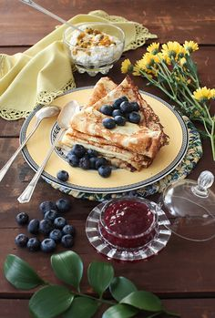 "Russian Monday: ""Blini"" – Vanilla Crepes with Berries at Cooking Melangery Ukrainian Recipes, Russian Recipes, Poffertjes Recipe, Russian Dishes, Russian Foods, Vegan Teas, Winter Food, Winter Meals, Street Food"
