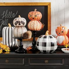 Halloween Mantel, Holidays Halloween, Halloween Pumpkins, Halloween Crafts, Halloween Decorations, Fall Decorations, Halloween Ideas, Halloween Party, Halloween Tricks