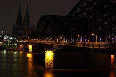 Earth Hour 2013 für mehr Energieeffizienz erloschen am 23. März in 7000+ Städten weltweit für eine Stunde die Lichter