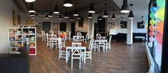 AntyCafe PozaCzasem coworking może być także dogodnym miejscem do pracy, spotkań i rozmów biznesowych. Do dyspozycji mamy dla Was szybkie Wi-Fi... Poland, Wi Fi, Conference Room, Table, Furniture, Home Decor, Decoration Home, Room Decor, Tables