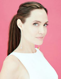 Angelina Jolie Angelina Jolie Quotes, Angelina Jolie Pictures, Brad And Angelina, Androgynous People, Jolie Pitt, Hollywood Star, Hollywood Actresses, Pretty Face, Pretty Woman