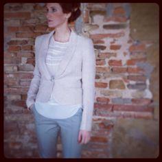 Giacca Leonora, pantalone Julian, camicia Martine