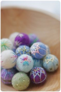 Lovely woolfelted and embroidered decoration balls Felt Crafts, Crafts To Make, Diy Crafts, Handmade Felt, Handmade Crafts, Felt Christmas Decorations, Felting Tutorials, Fabric Beads, Felt Ball