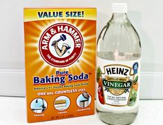 The Easy Way To Unclog Your Drains - With the holiday season upon us, there are sure to be tons of messes in our kitchen, and lots of activity at the kitchen si… Baking Soda Uses, Homemade Cleaning Products, Natural Cleaning Products, Household Cleaners, Household Tips, Keep It Cleaner, Drain Cleaner, Cleaners Homemade, Diy Cleaners