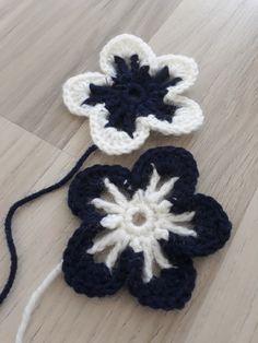 Ankkuri-anelmaiset 💙⚓    Lankana 7 veljestä, puikot: 3,5 bambut, koko 38     Aika jälleen päättää hetken blogihiljaisuus. Olen saanut palj... Crochet Flowers, Crochet Earrings, Crocheted Flowers, Crochet Flower