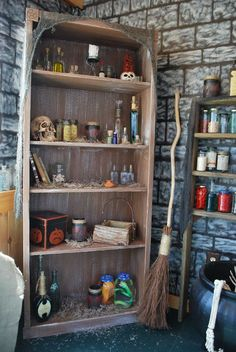 witch house - gives me an idea to decorate the reception like a witches house with coldren and all. or do a mad scientists lab, get as detailed as possible. Halloween Haunted Houses, Halloween House, Holidays Halloween, Scary Halloween, Happy Halloween, Halloween 2016, Halloween Stuff, Halloween Witch Decorations, Halloween Projects
