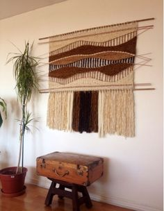 Cheap Hobbies For Men Code: 9807287302 Weaving Wall Hanging, Weaving Art, Loom Weaving, Hand Weaving, Decoracion Low Cost, Tapestry Loom, Finger Weaving, Textiles, Weaving Techniques