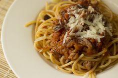 Spaghetti con sugo di melanzane e salsiccia