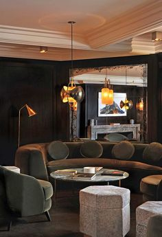 Curious? Access luxxu.net to find the best furniture inspirations for your new restaurant project! Luxury and still modern furniture