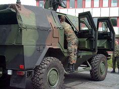 """gepanzerter Mannschaftstransportwagen """"Dingo"""""""