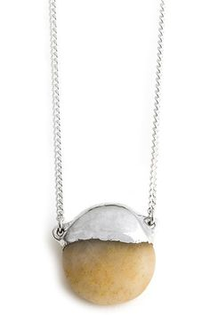 Collar de plata, hecho a mano por la surfera Inés Susaeta.Inspirada por la naturaleza, el mar Cantábrico y la brisa marina