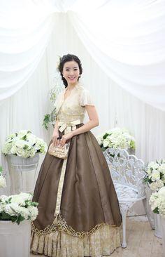 #Hanbok #Korea Such a beautiful traditional dress~!!