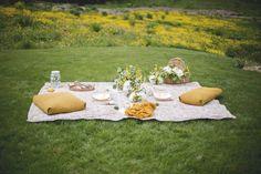 Shooting d'inspiration: Pique-nique champêtre en jaune et blanc