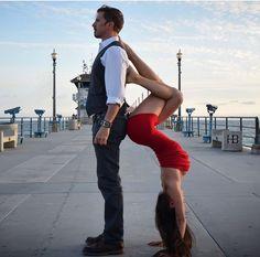 Yogas Holistic Treatment For Arthritis Yoga poses Poses Gimnásticas, Couples Yoga Poses, Fit Couples, Yoga Fitness, Fitness Tips, Yoga Girls, Yoga Inspiration, Photo Yoga, Relation D Aide