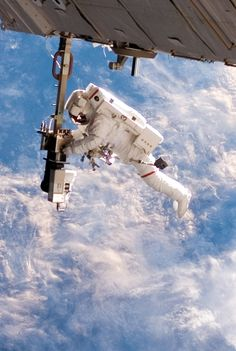 December 12, 2006 – Set against a splendiferous Earth, astronaut Robert Curbeam goes on a 6-hour, 36-minute spacewalk, performing a little construction work outside the International Space Station.  (NASA)