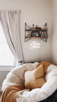 Cute Room Ideas, Cute Room Decor, Comfy Room Ideas, Nook Ideas, Teen Room Decor, Shelf Ideas, Bedroom Ideas For Small Rooms For Teens, Diy Crafts Room Decor, Tumblr Room Decor
