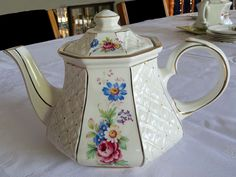 English Vintage Teapot from the Sadler Manufacture  -  1940's era