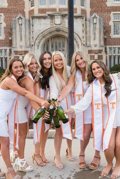 Nursing School Graduation, Graduate School, Medical School, Grad Pics, Graduation Pictures, Beach Pics, Beach Pictures, Friends Group Photo, Tennessee Knoxville