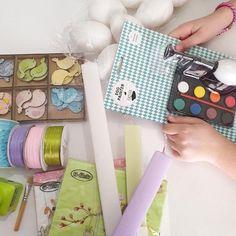 Υλικά για decoupage για πασχαλινές λαμπάδες Decoupage, Coin Purse, Easter, Purses, Wallet, Light Bulb Vase, Handbags, Easter Activities, Purse