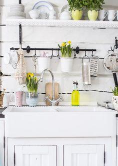Keittiön välitila vaikuttaa koko tilan ulkonäköön, joten tee siitä kaunis. Katso Unelmien Talo&Kodin ideat laatoituksesta tapetointiin.