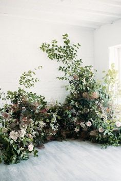 The 2020 Wedding Decor Trends You're About to See Everywhere The 2019 Wedding Decor Trends You& About to See Everywhere - Organic floral creations {Winsome Floral}. Arc Floral, Floral Arch, Flower Installation, Bridal Decorations, Floral Backdrop, Wedding Ceremony Decorations, Arch Wedding, Wedding Ceremonies, Decor Wedding