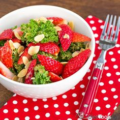 KALE STRAWBERRY & ALMOND SALAD