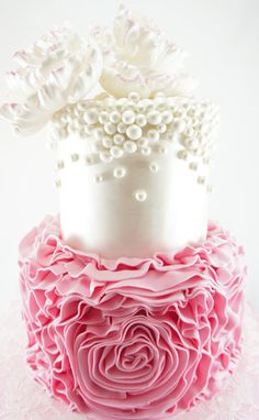 Featured Wedding Cake: Cakes 2 Cupcakes; Daily Wedding Cake Inspiration. To see more: http://www.modwedding.com/2014/06/19/daily-wedding-cake-inspiration/ #wedding #weddings #cakes Featured Wedding Cake: Cakes 2 Cupcakes