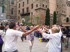 La sardana, todos los domingos en la catedral de Barcelona