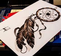 """As tatuagens de apanhador de sonhos, também conhecidas como filtro dos sonhos, estão em alta atualmente. Além de lindas, têm um significado muito interessante. Sabemos que o adorno tem a função de filtrar boas vibrações, mas o que muita gente não sabe é que na verdade o """"dreamcatcher"""", representado por uma teia de aranha, é …"""