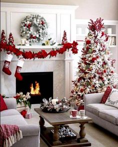 Warm & Festive Red and White Christmas Decor Ideas - Hike n Dip Give your Christmas decoration a festive touch. Try the classic Red and white Christmas decor. Here are Red and White Christmas decor ideas for you. Christmas Bathroom Decor, Christmas Living Rooms, Christmas Bedroom, Noel Christmas, Rustic Christmas, Christmas Wreaths, Apartment Christmas, Silver Christmas, Christmas Villages