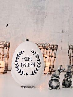 personalisierte Ostereier mit Feder und Tinte bei Homely-tw