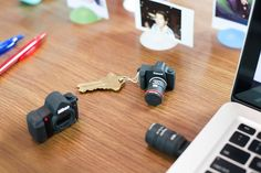 Editor's Picks: The Best Tech Gifts of 2014 Camera USB Drive Check out these adorable mini replicas of cameras as 8GB USB drives ($20)! Choose from a micro Nikon or Canon DSLR. http://amzn.to/2stpPPN