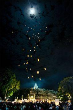 #Vessak_Ceremony at #Borobudur_Temple, #Magelang - #Indonesia http://directrooms.com/indonesia/hotels/magelang-hotels/price1.htm